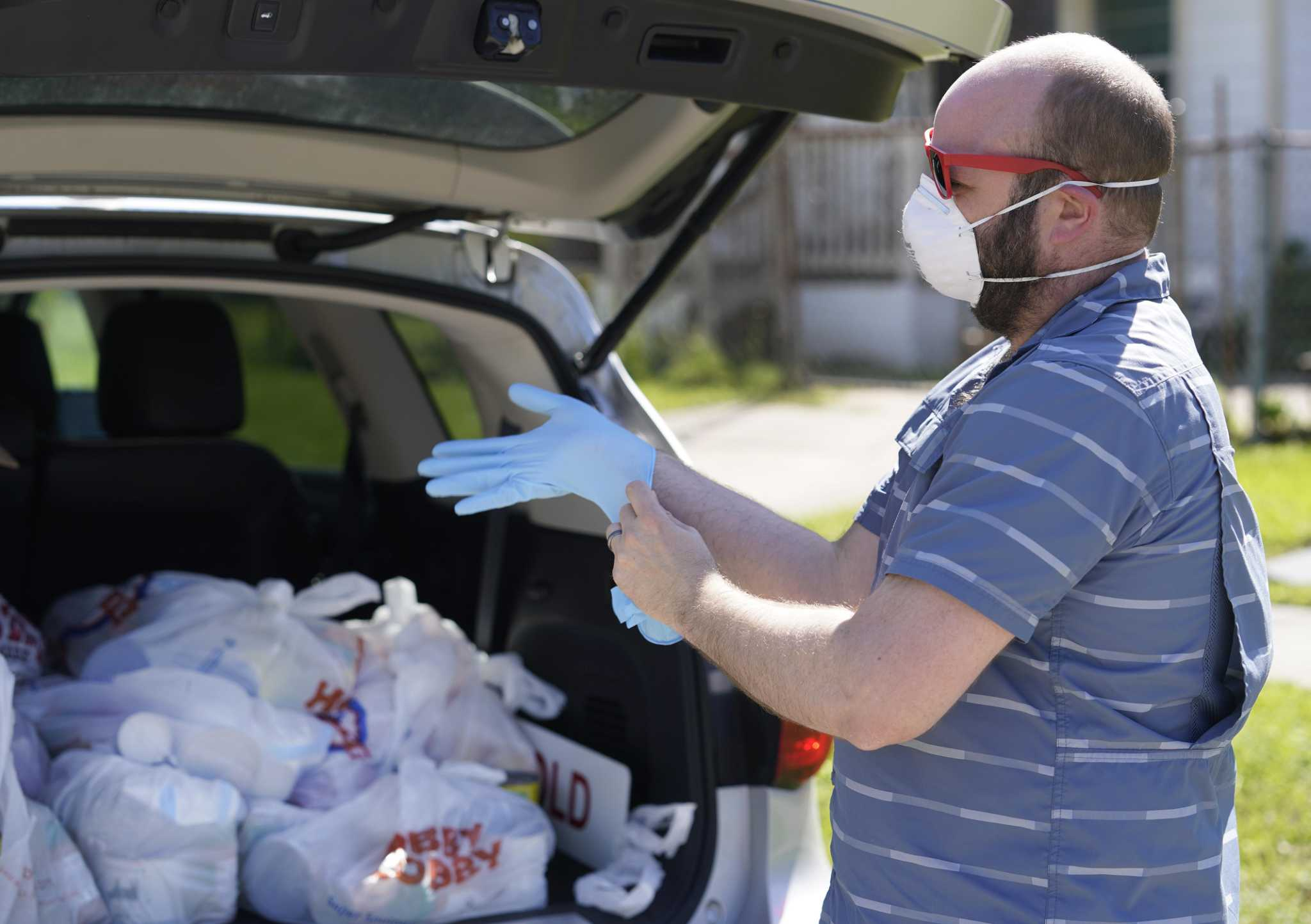 Picture of volunteer delivering food with mask and gloves on